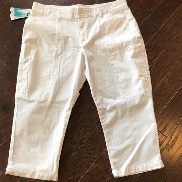 ec071498024 Plus Size White LEE Brenna Relax Fit Stretch Capri